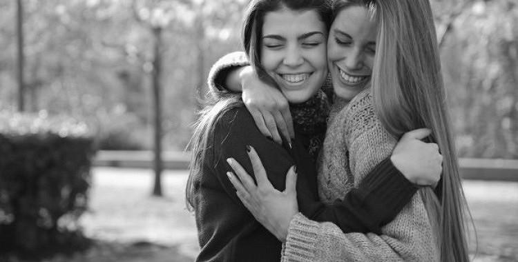 Uzticama kolēģu draudzība - draugi darbā, ir viena no dzīves lielākajām vērtībām un svētībām