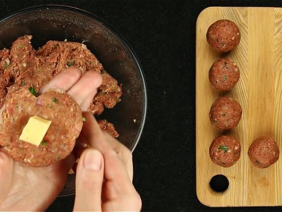 Gaļas bumbiņas ar sieru