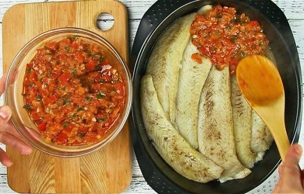 Zivs tomātu mērcē