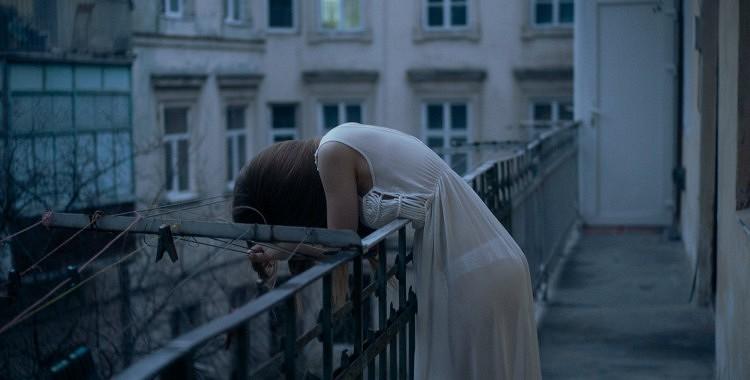 10 iemesli, kāpēc jūs jūtaties emocionāli izsmelts un ko jūs variet darīt, lai sev palīdzētu