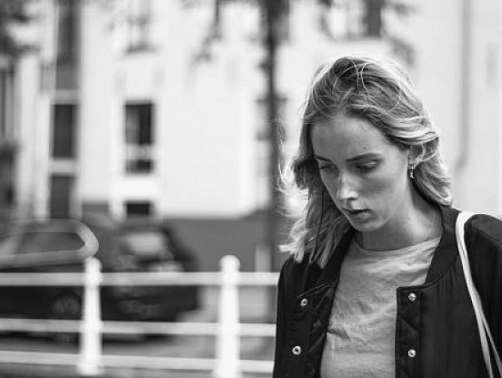 Kā pateikt, vai cilvēkam ir depresija, pamatojoties uz viņa valodas lietojumu