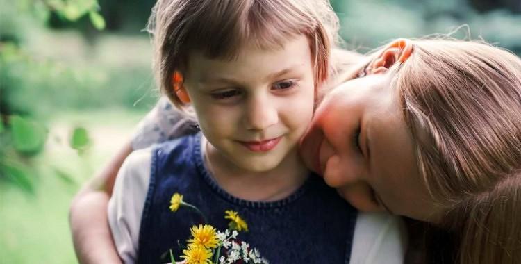 7 satriecoši iemesli, kādēļ māsa padara jūs par labāku cilvēku