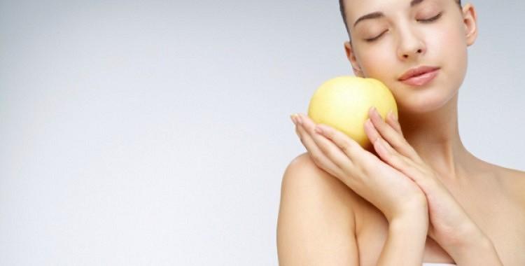 Kā atbrīvoties no ādas taukainā spīduma?