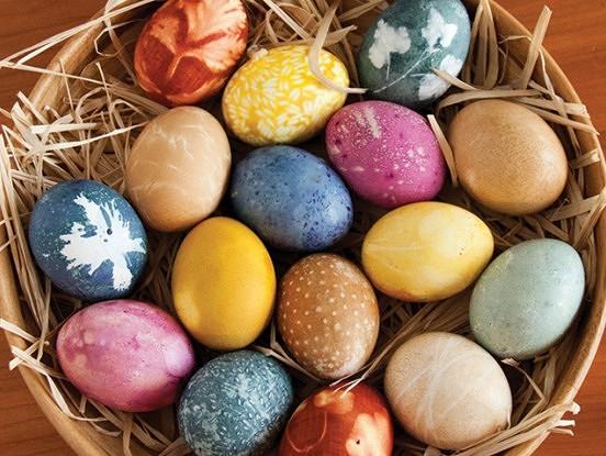 Lieliskas idejas Lieldienu olu krāsošanai no dabīgiem materiāliem