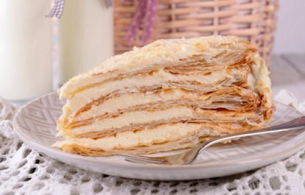 Biezpiena-saldkrējuma torte