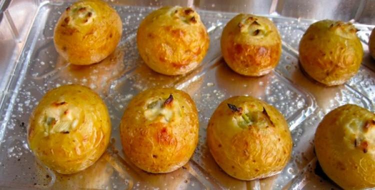 Kartupeļi ar sieru cepeškrāsnī