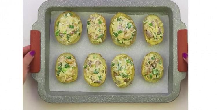 Ar gaļu pildīti kartupeļi
