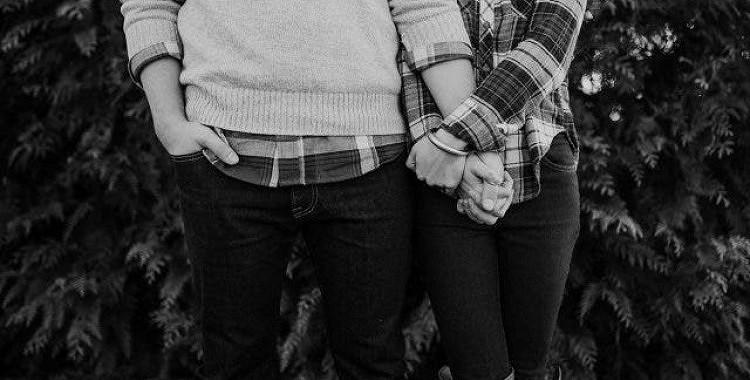 """8 romantiski veidi, kā palielināt intimitāti jūsu attiecībās bez """"mīlas priekiem"""""""