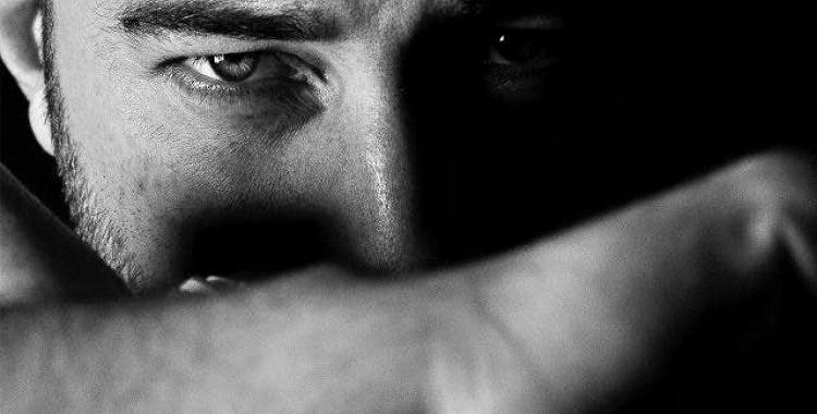Tas ir oficiāli: jūs varat dabūt pēctraumatiskā stresa sindromu esot emocionāli sabojātās attiecībās