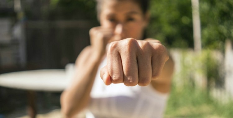 Kā iemācīties aizstāvēt sevi, ja esat raduši ciest klusējot?