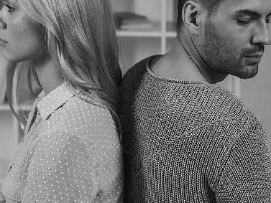 4 savtīgas lietas, ko cilvēki dara, un kas sabojā viņu attiecības