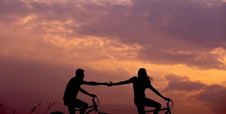 6 brīdinājuma zīmes, ka jūs un jūsu partneris esat savstarpēji saistīti