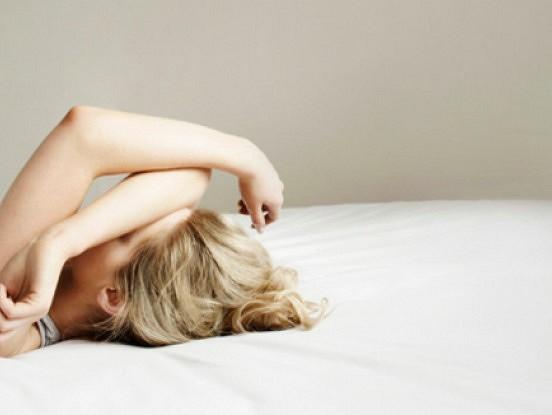 Kāpēc sievietes sevi piespiež mīlēties