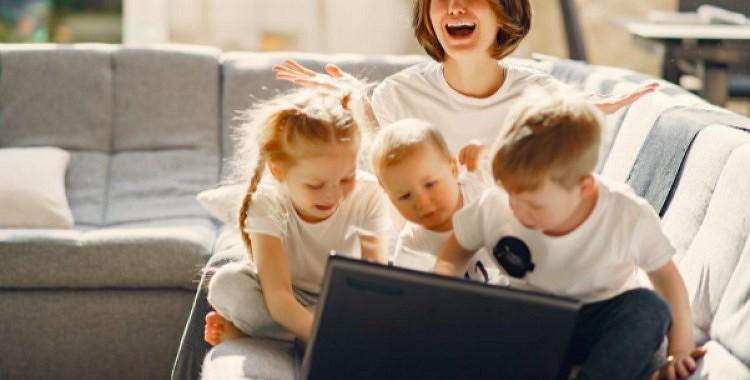 Mātes, kuru bērni aug nelaimīgi: 6 uzvedības tipi