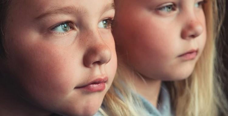 Ja vēlaties uzaudzināt veiksmīgus bērnus, koncentrējieties uz laipnību, nevis uz sasniegumiem