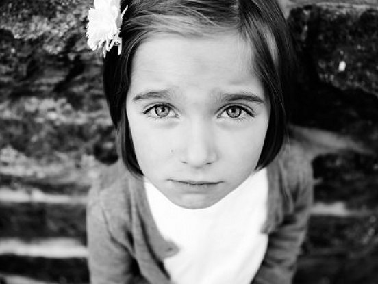 Tāpat kā pieaugušie, arī bērni jūtas satraukti un noraizējušies. Lūk, kā viņiem palīdzēt