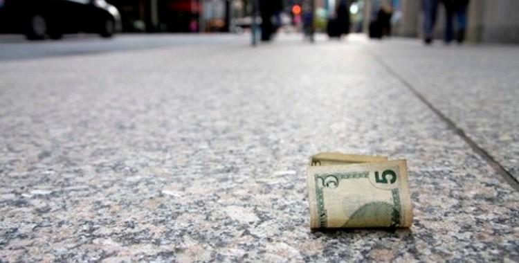 Ko mums vēsta uz ceļa atrasta naudas zīme?  Kas mums būtu jāzin.