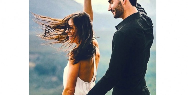 Viņš jūs bildinās: 4 īsziņas, kas apliecina partnera gatavību laulībai