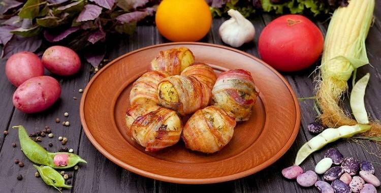 Cepti kartupeļi bekonā