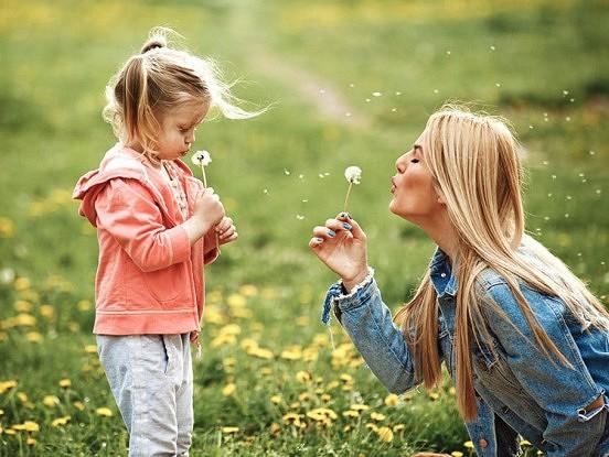 Mātes, tā jums ir jāuzaudzina laimīgas, pārliecinātas un neatkarīgas meitas