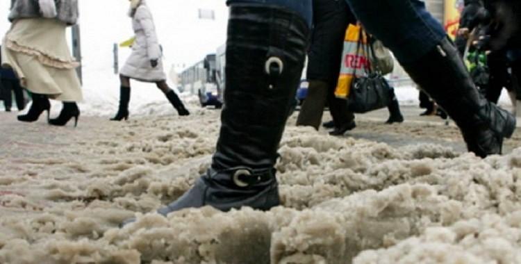 Kā pasargāt apavus no sāls: vienkāršas receptes ādai, zamšādai un nubukam