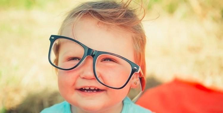 Kā vecāki sabojā savu bērnu redzi (oftalmologa viedoklis)