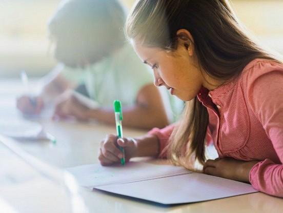 Skolā tika uzdots uzrakstīt vēstuli pandēmijas  varonim. 12-gadīga meitene izvēlējās savu mammu