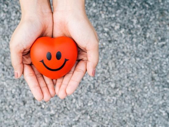 Nevilcinieties izteikt komplimentus cilvēkiem: izceļiet viņu stiprās puses, nevis vājās