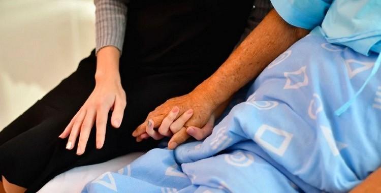 Slimais radinieks dzen izmisumā: kā mazināt stresu, aprūpējot tuvinieku