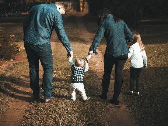 Jaundzimušais ienāk ģimenē: vecāku kļūdas attiecībā pret vecāko bērnu