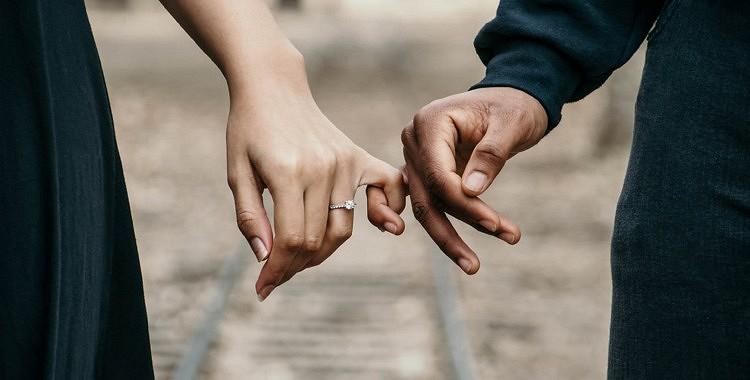 Eksperti brīdina, ka šajām 6 lietām jūsu attiecībās vajadzētu palikt privātām