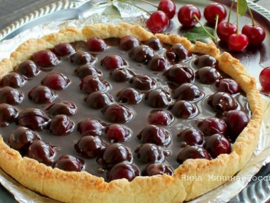 Smilšu mīklas pīrāgs ar ķiršiem – efektīgi un ļoti garšīgi!