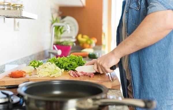Piecas galvenās kļūdas uzturā, kas traucē notievēt