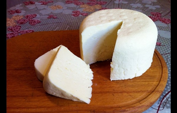 Ļoti vienkārša mājas siera pagatavošanas recepte – ātri, garšīgi un veselīgi!