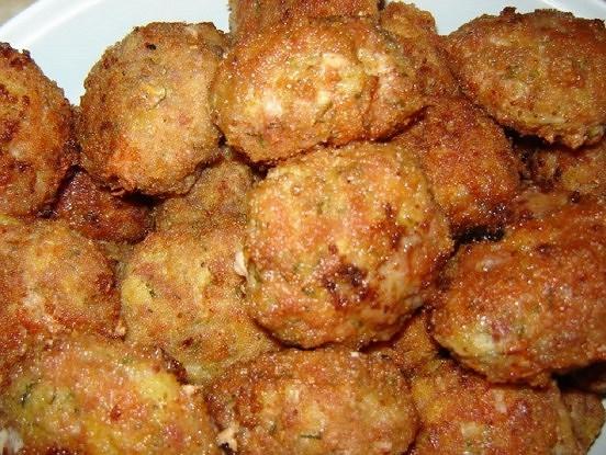 Kā pagatavot gardas frikadelītes, neizmantojot gaļu? Vajadzēs tikai vienu pieejamu sastāvdaļu!