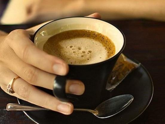 Ja piederat pie tiem, kas dzer kafiju no rīta tukšā dūšā, jums vajadzētu šo izlasīt!