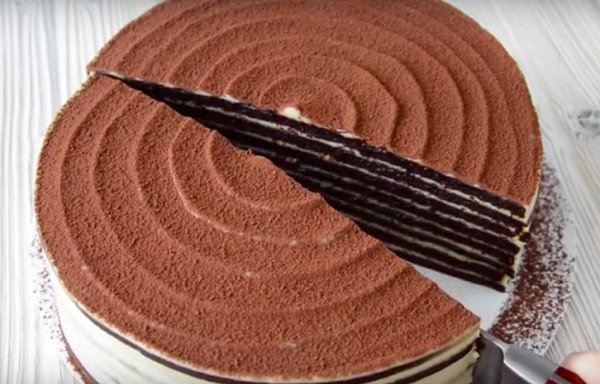 """Šokolādes – medus torte ar krējuma krēmu """"Spartaks"""""""
