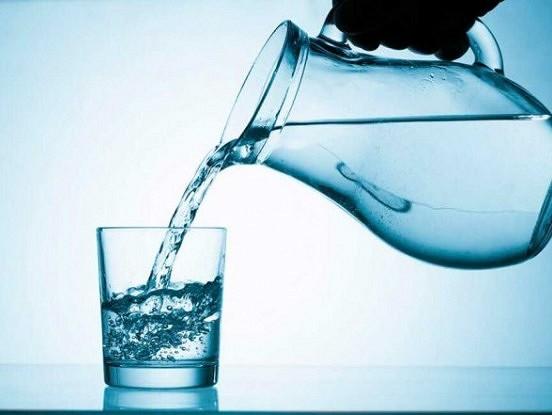 Septiņas lietas, kas notiek ar jūsu ķermeni, kad sākat regulāri dzert ūdeni.