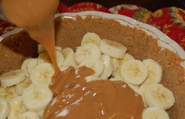 Torte ar banāniem un vārīto iebiezināto pienu
