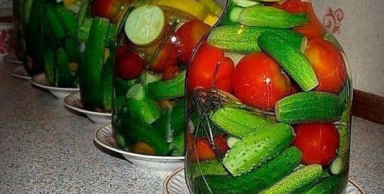 Gatavojam dārzeņu asorti ziemai – ar degvīnu un bez sterilizācijas.