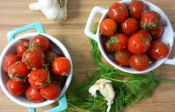 Mazsālīti tomāti ar ķiplokiem, pagatavoti maisiņā. Ēdami jau pēc pāris dienām!