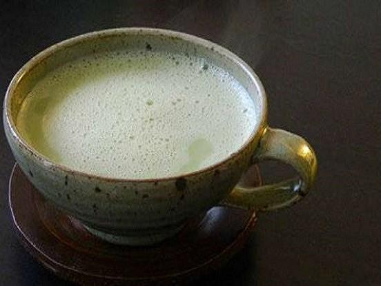 Mandeļu piens un zaļā tēja – brīnumaina kombinācija, kas palīdzēs jums notievēt un attīrīt organismu