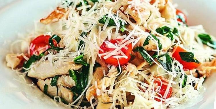 Diētiskie spageti ar vistas fileju un sieru