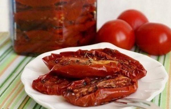 Bezgala gardi vītinātie tomāti