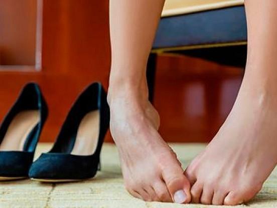 Pieci efektīvi līdzekļi, kuri palīdzēs novērst svīšanu un nepatīkamu kāju aromātu.