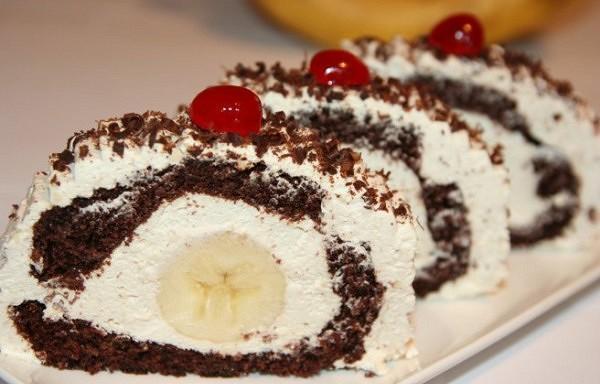 Saldā šokolādes rulete ar banāniem – pārsteidziet savus mīļos ar neparastu desertu!