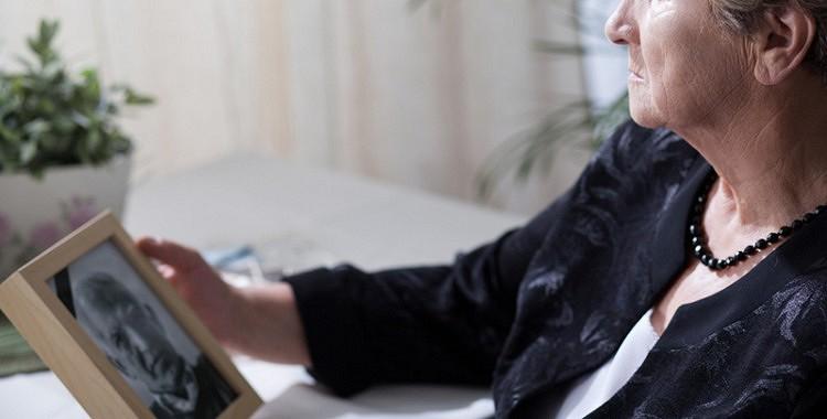 Izrādās, vientuļās sievietes vecumdienās ir daudz laimīgākas un veselākas par precētajām